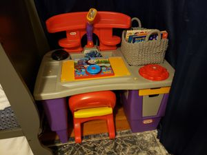 Kids desk with chair for Sale in Millbury, MA