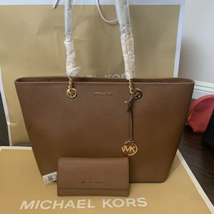 Brand new!!! 💯Real !!! Michael kors chain tote purse with matching wallet for Sale in Chino Hills, CA