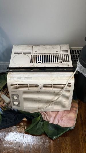 Window ac need it gone ASAP $60 just need to be cleaned for Sale in Landover, MD