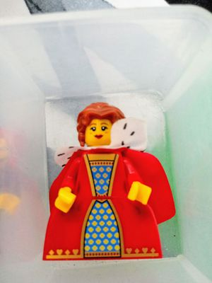 LEGO THE QUEEN RETIRED MINIFIGURE for Sale in San Diego, CA