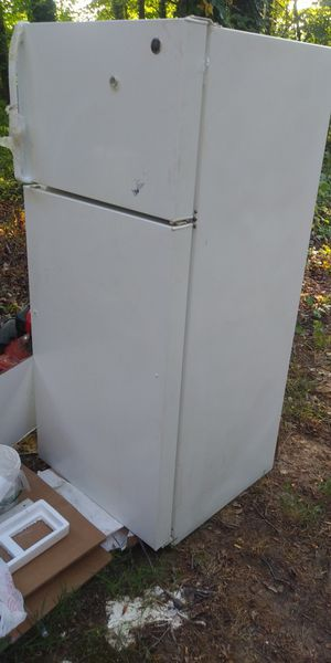 Refrigerator, microwave, 2 kitchen cabinets for Sale in Silver Spring, MD