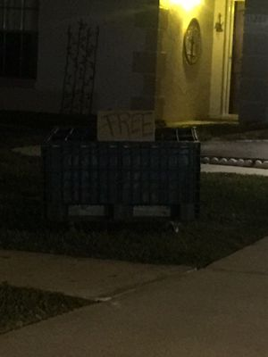 Plastic crate huge and FREE for Sale in Kissimmee, FL