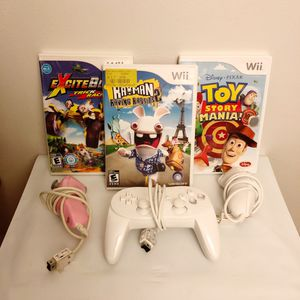 Small Wii Bundle for Sale in Temple City, CA