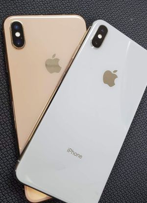 iPhone XS Max Unlocked Like New Condition With 30 Days Warranty for Sale in Tampa, FL