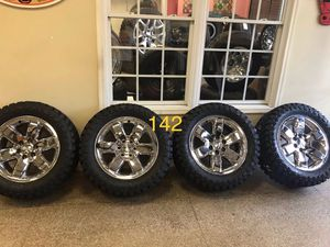 "142 20"" factory chrome Chevy gmc wheels rims and new 33"" mud tires. $1750 for Sale in Cicero, IL"