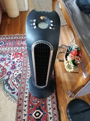 Like new HoneyWell Tower Fan With thermostat up to 60 degree for Sale in Spring Valley, CA
