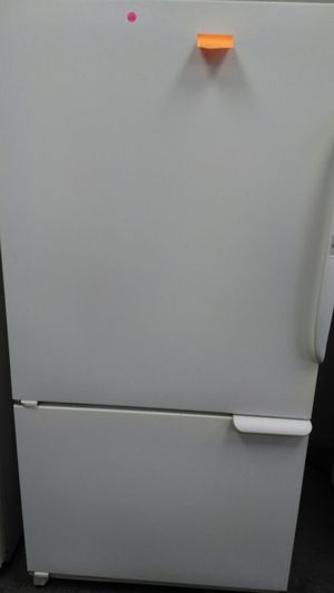 Amana refrigerator (white) for Sale in Cleveland, OH