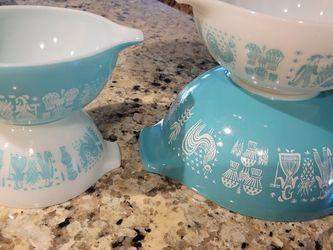 Vintage 1950s Pyrex Mixing Bowls Amish Pattern Great Condition. for Sale in Miami,  FL