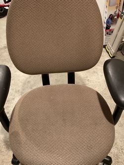 Steelcase Office Work Swivel Ergonomic Chair for Sale in Snoqualmie Pass,  WA