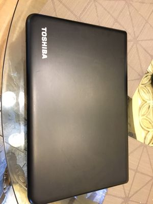 Toshiba laptop satellite c75d-b7230 Quad core 17in screen 750gb HD & 6gb of ram for Sale in Hawthorne, CA