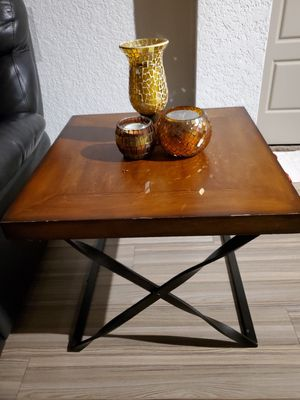 Set 2 wood and metal end side tables for Sale in Flower Mound, TX