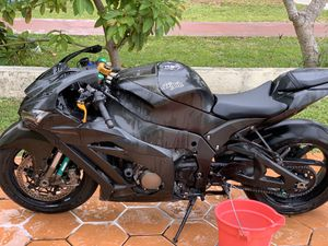 Oem plástic for kawasaki zx10r for Sale in Miami, FL
