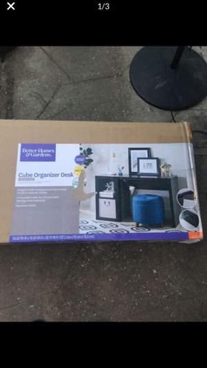 Better homes & gardens cube organizer desk for Sale in Los Angeles, CA