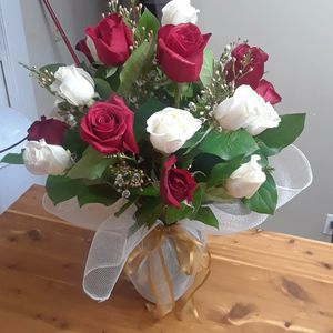 24 Roses with vase for Sale in Garden Grove, CA