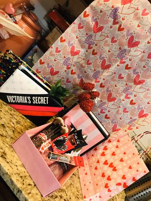 VICTORIA SECRET VALENTINES DAY BUNDLE for Sale in Austin, TX
