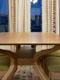 Oak Finishing Dining Table With Chairs for Sale in Round Rock,  TX