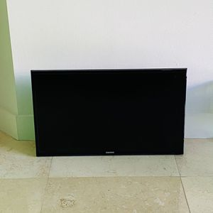 """Samsung 32"""" TV w/ Extendable Wall Mount for Sale in Miami, FL"""