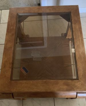Small coffee table for Sale in Fresno, CA
