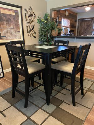 Table and Chairs (Bar Height) for Sale in Columbus, OH