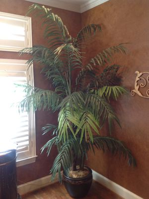 Fake plant (8.5' high x 5.5' wide) for Sale in Coppell, TX
