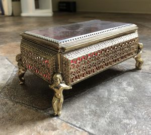Vintage jewelry box for Sale in Falcon, MO