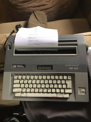 Smith Corona Spell Right Memory Typewriter for Sale in Norco, CA