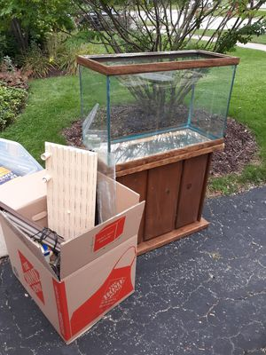 FREE!!! 28 gallon fish tank and stand for Sale in Western Springs, IL