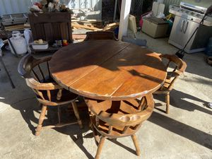 Dining room set (table and chairs) for Sale in Hemet, CA