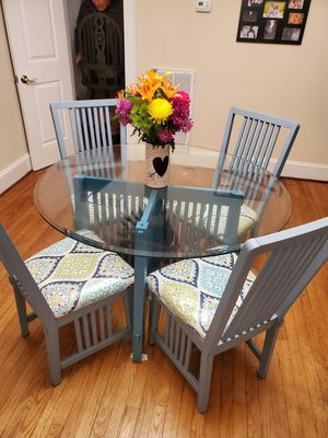 Cute Dining Table and Chairs for Sale in Suffolk, VA