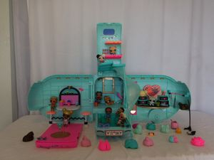 LOL Surprise 2 in 1 Glamper Fashion Camper With Accessories + Dolls, lights sounds work needs 6 AAA battery's for Sale in Lake Elsinore, CA