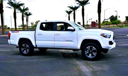 Clean 2017 Toyota Tacoma for Sale in Peoria,  IL