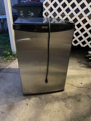 Danby Refrigerator & Freezer for Sale in Orlando, FL