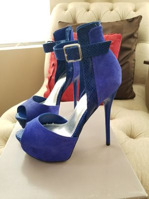 Beautiful Summer Blue Heels NEW w/BOX for Sale in Melrose Park, IL