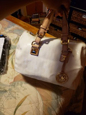 Authentic medium size white Micheal kors purse for Sale in Buffalo, NY