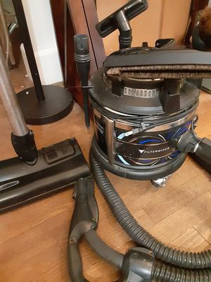🎅FILTER QUEEN MAJESTIC 360° VACUUM for Sale in Portsmouth, VA