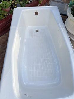 Standard Kohler Bath Tub for Sale in Miami,  FL