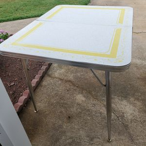 Midcentury Formica Table with Chrome Legs for Sale in Virginia Beach, VA