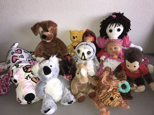 Stuffed animals and dolls for Sale in Albuquerque, NM