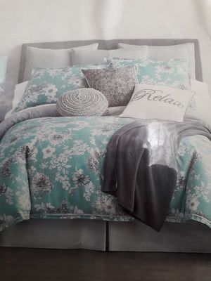 brand new comforter set very good condition for Sale in Trumbull, CT