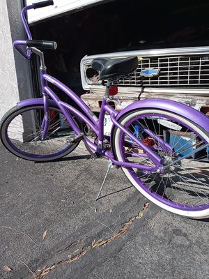 Girl's Beach cruiser hyper with a y for Sale in Colton, CA