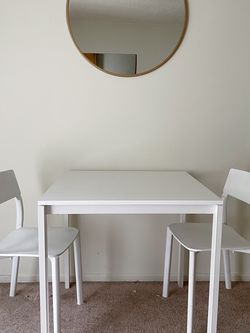White Kitchen Table And Chairs for Sale in Santa Monica,  CA