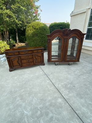 2 Piece Beautiful China Cabinet/Hutch/Buffet Cabinet for Sale in Clovis, CA
