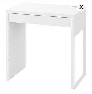 White Ikea desk for Sale in Renton, WA