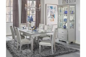 Beautiful 7pc dining table(6 chairs and table)! for Sale in Atlanta, GA