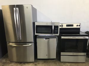VERY NICE GE STAINLESS STEEL KITCHEN APPLIANCES SET for Sale in Phoenix, AZ
