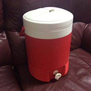 Clean Igloo Water/Drink Cooler for Sale in Bellingham, MA