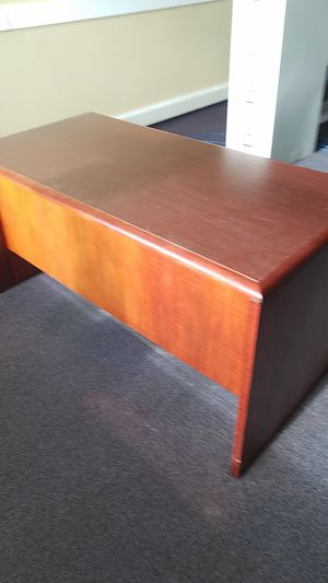 Free office desk and credenza for Sale in Puyallup, WA