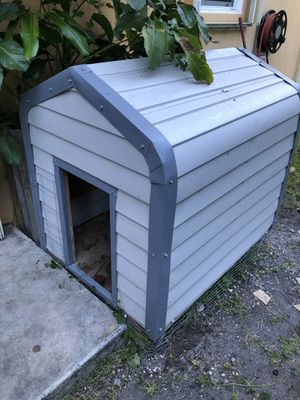 "Like New Dog House 37 x 49 x 44"" for Sale in Miami, FL"