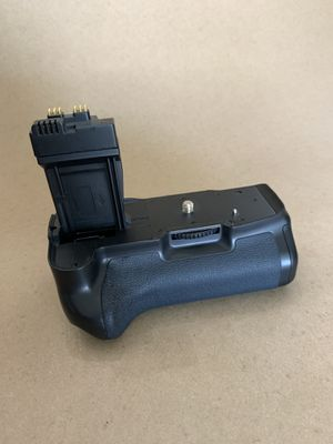Meike multi-power battery pack. For Canon DSLR cameras. I had a t3i for Sale in Whittier, CA