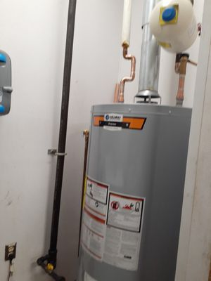 """HOTWATER HEATER """"NATURAL GAS"""" #40 GALLON(RHEEM) for Sale in Lynnfield, MA"""